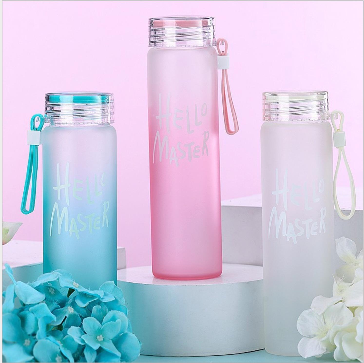 创意印字母随手杯彩盖带提绳玻璃杯渐变色杯子男女户外便携果汁杯
